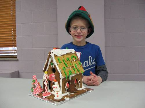 Finished Gingerbread House 0088